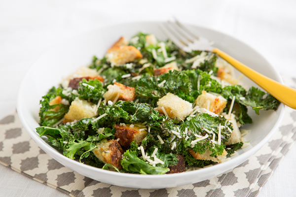 garlicky_grilled_kale_salad_with_grilled_bread