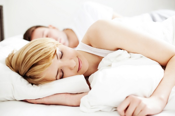 spavanje-muskarac-zena-3